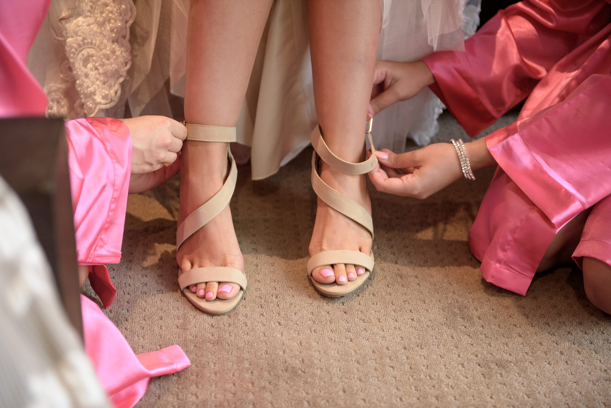 bridesmaids putting shoes on