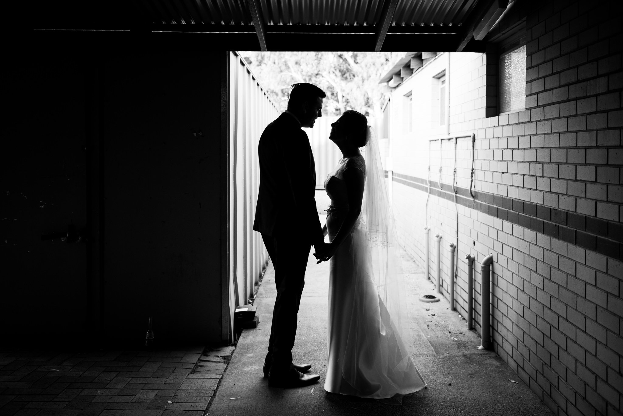 bride and groom urban silhouette