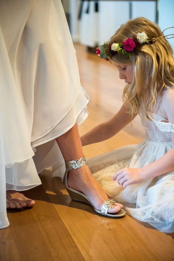 flowergirl helping